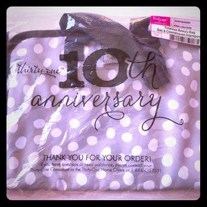 New lotsa dots Timeless beauty bag from thirty one